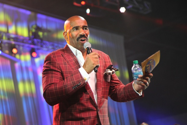 Steve Harvey - Family Fued Live