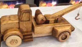 Prisoners Make Toys For Children For Christmas